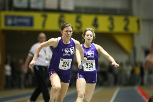 Jen Perrault hands off the baton in the 4x200m relay at the 2009 CIS Track and Field Championships, Windsor